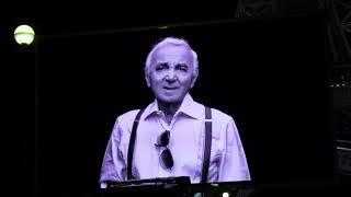 Mort de Charles Aznavour : hommage devant la Tour Eiffel (1 octobre 2018, Paris)