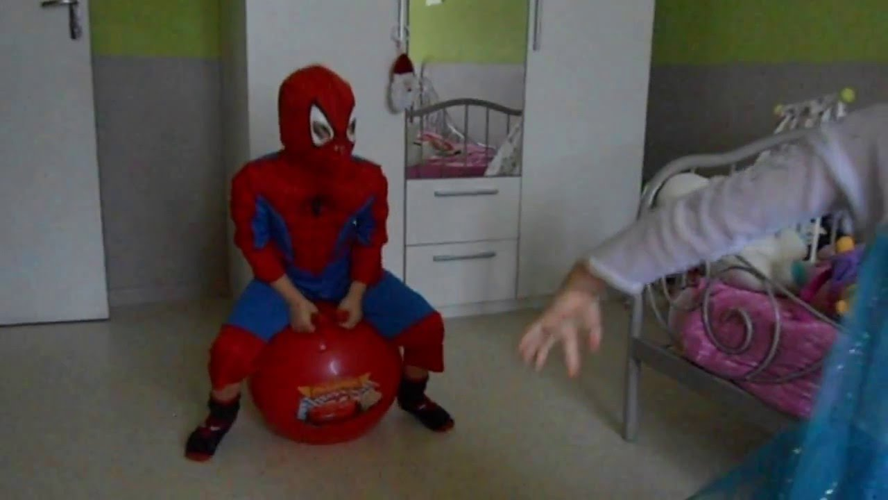 spiderman et la reine des neiges youtube. Black Bedroom Furniture Sets. Home Design Ideas