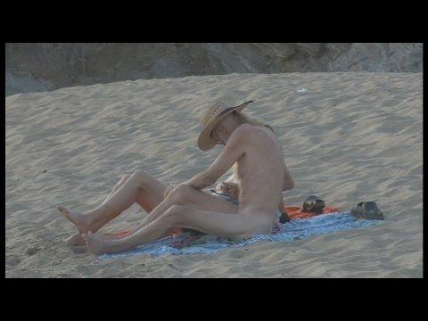 Festival nudista en playa mexicana de Zipolite llega a su fin