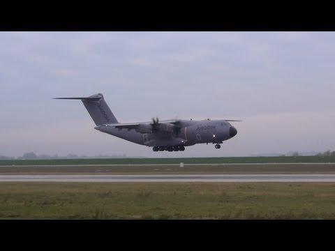 "Airbus A400M ""Atlas"" Bird Strike Landing Hamburg Finkenwerder"