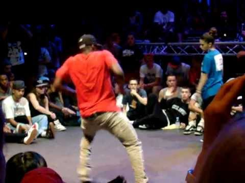 Yann (Yudat) vs Laura (France) battle 2nd : Summer Dance Hip Hop 4ever 2011 (Amsterdam / Paradiso)