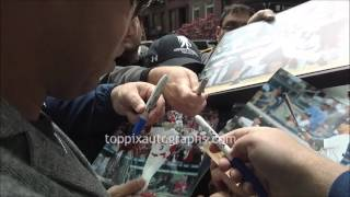 Carlos Beltran - SIGNING AUTOGRAPHS while promoting in NYC