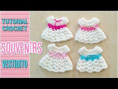 803214be5 Souvenir a crochet para baby shower vestidito
