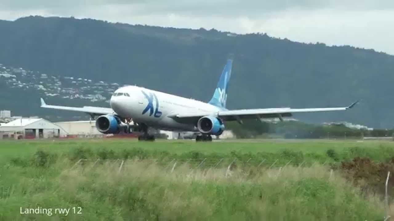 Interieur D'un Avion Xl Airways Xl Airways A 330 200 Landing In St Denis De La Reunion Run