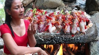 Grilled long beans in Octopus with Peppers on The Rock for Food in Jungle ep 10