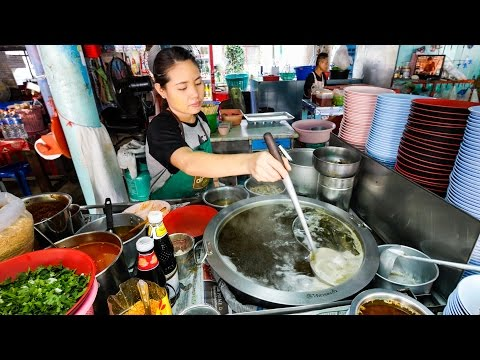 24-Hour Bangkok Street Food – Thai Egg Noodles and OOZING Soft Eggs! บะหมี่แห้งต้มยำพิเศษ