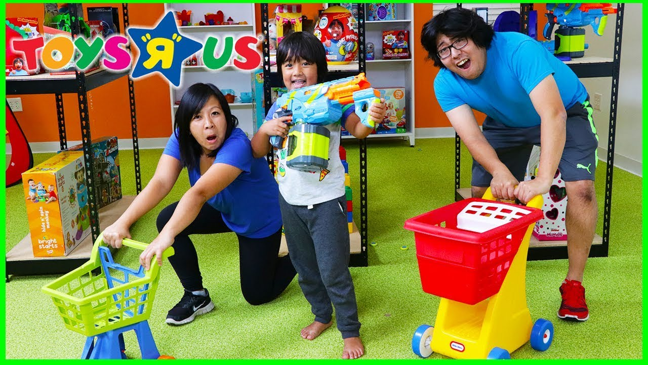 Pretend Play Toys R US Toy Hunt Shopping Challenge