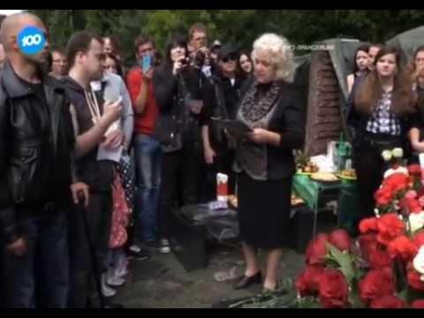 видео: Мать Михаила Горшенева подружилась с его фанатами