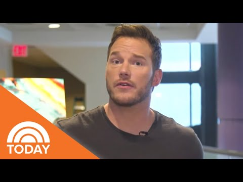 Chris Pratt Surprises Kids At A 'Jurassic World' Screening |