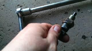 Меняем датчик заднего хода ВАЗ 2115. Доливаем масло в коробку. Автолентяй. Мастер кривые ручки.