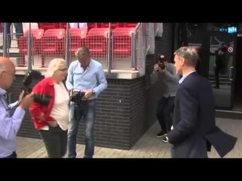 Reportage: Van Basten is officieel trainer van AZ