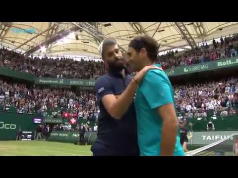 Roger Federer saves two match points in dramatic Paire win!   Halle 2018