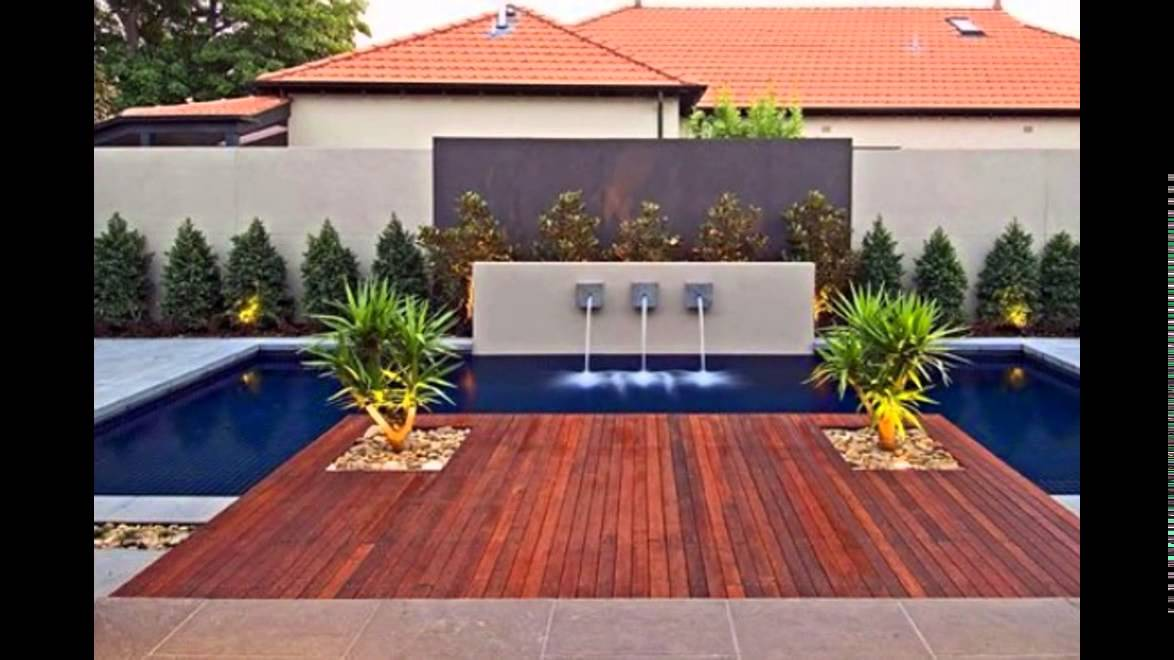 Piscinas patios y jardines youtube for Decoracion jardin piscina