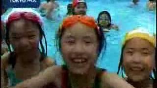 夏至 地元小学生招待し、プール開き thumbnail