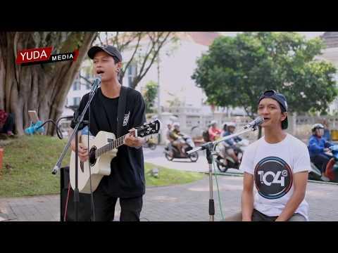 Bento - Iwan Fals (Cover Sabian Nanda ft Musisi Jalanan Malang) Mp3