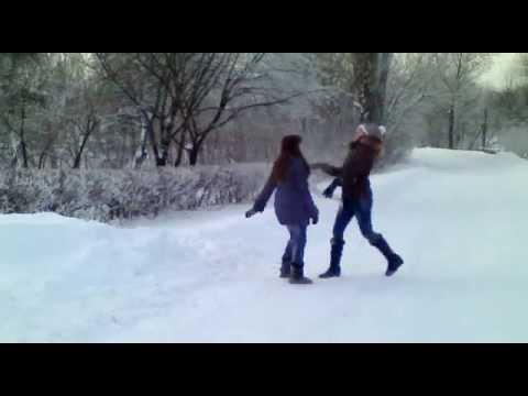 pikaperi-patsan-trahnul-devushku-zimoy