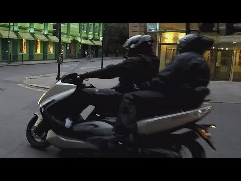 MOPED THIEVES GET CHASED SOUTH KENSINGTON 2018