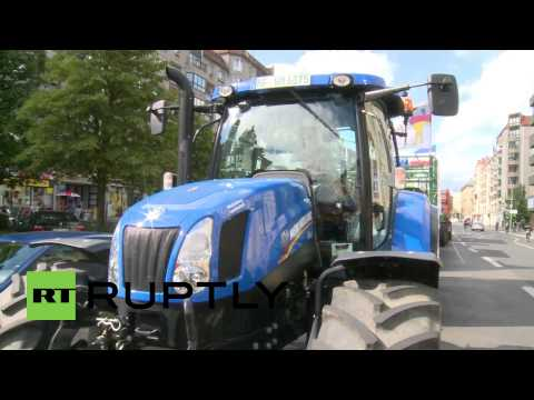 Germany: Milk farmers protest plummeting dairy prices in Berlin