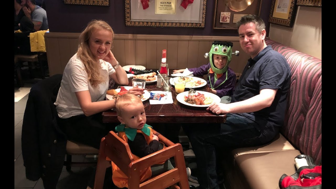Śniadanie w amerykańskim stylu, czyli poranna wizyta w Hard Rock Cafe