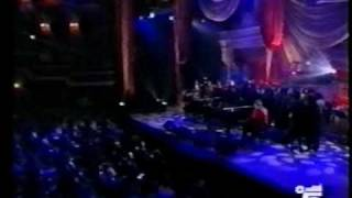 "Elton John & Aretha Franklin ""Border song"""