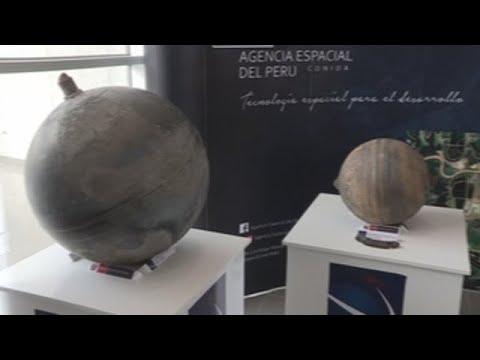 Perú muestra esferas de metal caídas del cielo en la región sureña de Puno