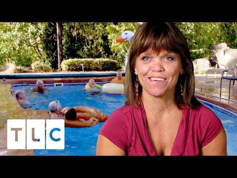 Amy Has a Pool Party | Little People Big World