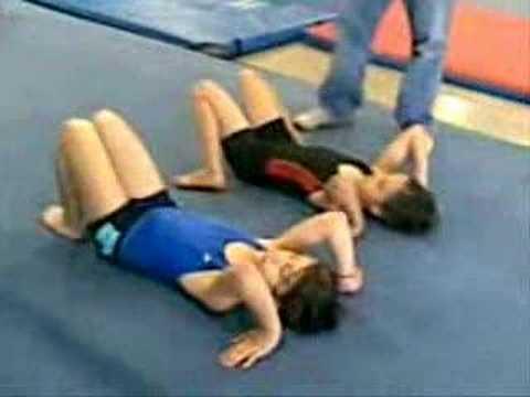 Como hacer un arco de gimnasia funnycat tv - Como hacer gimnasia en casa ...