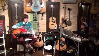 15年9月17日(木)博多・天神、フォーク喫茶「白いギター」にて♪ 白いギタ...