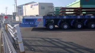 日立物流の低床重量物運搬車両