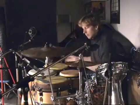 Steve Holloway on mondokit (2000)