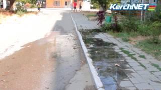 Под окнами дома на улице Буденного разлилась канализация