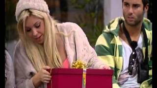 Jéssica recebe os presentes da família Casa Dos Segredos 3