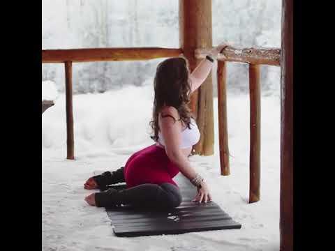 Hip opening yoga. Frog pose @gypsyyogalove