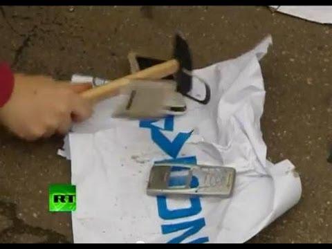Протестующие крушат финские телефоны