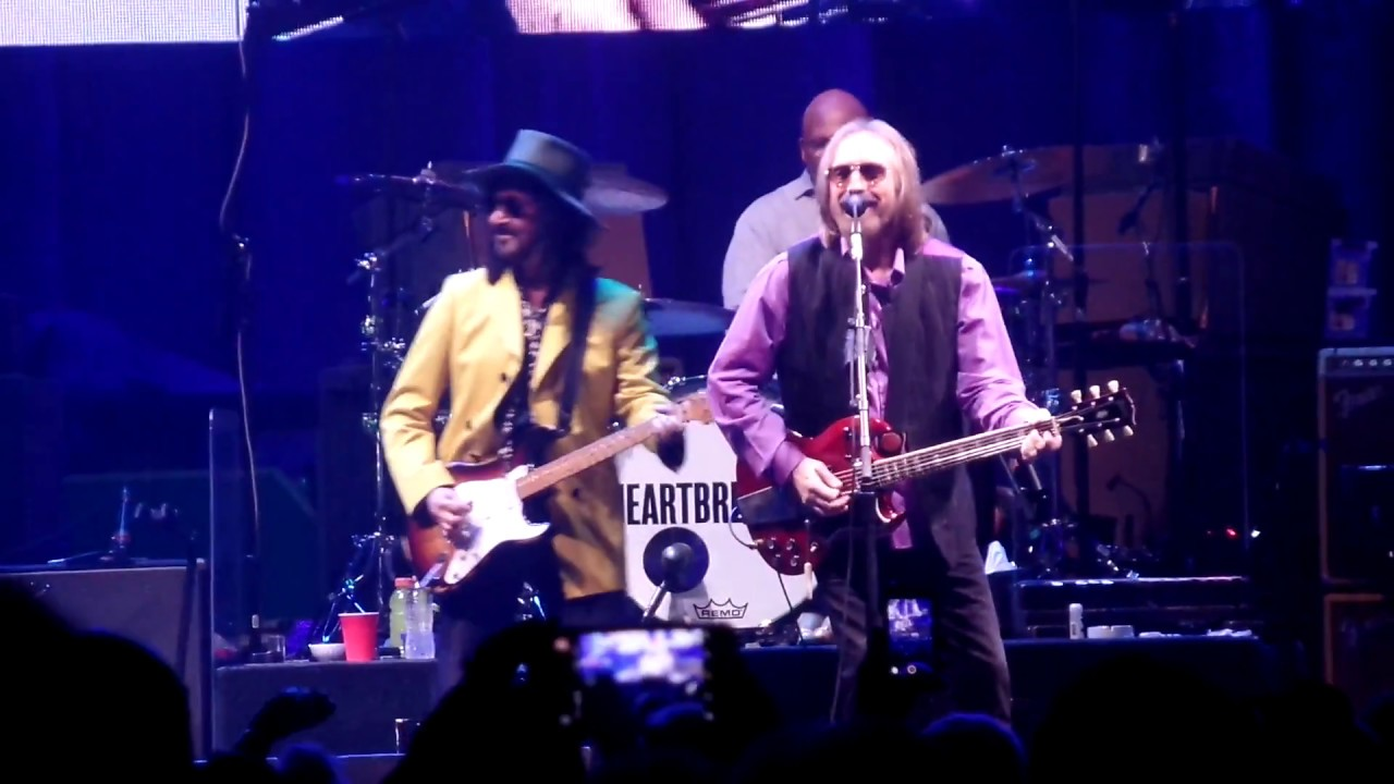 tom petty and the heartbreakers mary jane 39 s last dance dallas 4 22 2017 youtube. Black Bedroom Furniture Sets. Home Design Ideas