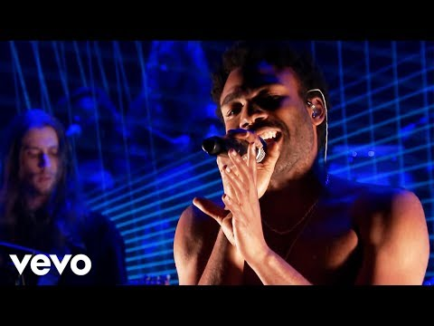 Childish Gambino - Redbone (Live From The Tonight...
