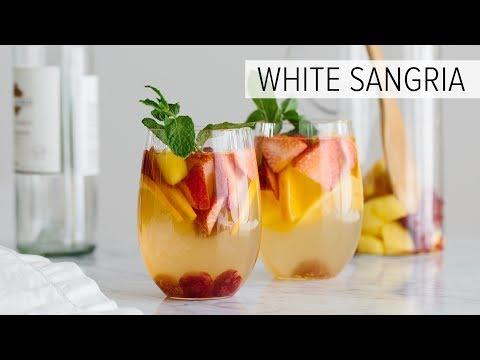 WHITE SANGRIA WITH MANGO AND BERRIES | fruity white wine sangria