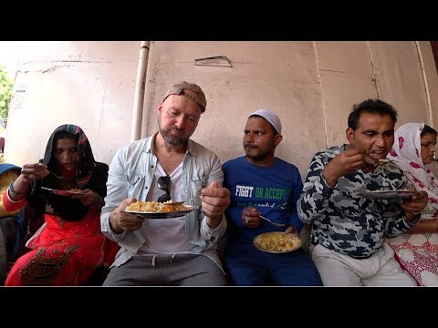 Eating Indian Street Food At Thieve's Market ( Chor Bazaar )