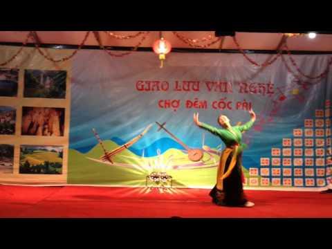Múa cây trúc xinh - chợ đêm Cốc Pài