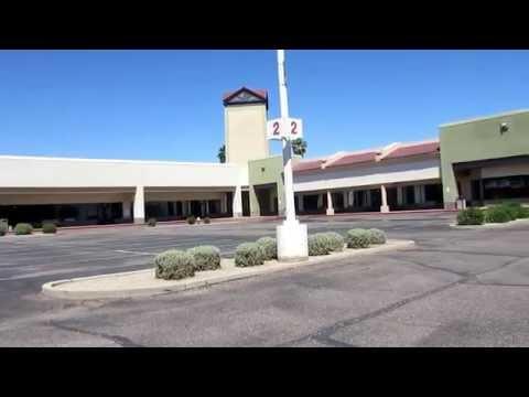 Abandoned Factory Outlet Mall. Casa Grande/Florence, AZ.. Sooo SAD!!!