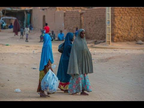 الأمم المتحدة تبدأ إجلاء لاجئين من ليبيا الى النيجر  - 12:55-2019 / 4 / 19