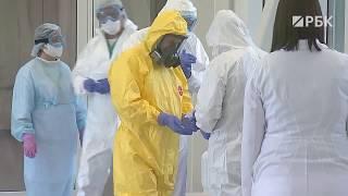 Путин в защитном костюме посетил больницу для больных коронавирусом в Коммунарке
