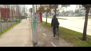 Joven ciclista chocó con obstáculo que está en medio de ciclovía - CHV Noticias