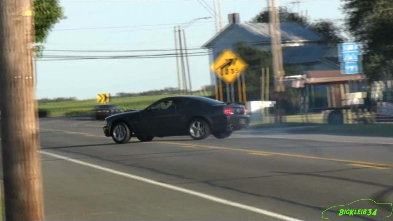 Mustang Showoff CRASHES After Burnout - EPIC FAIL - YouTube