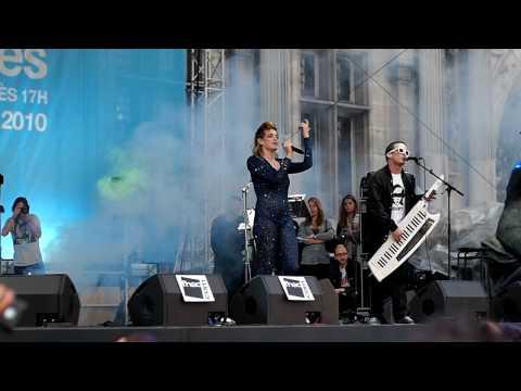 UFFIE Performing POP THE GLOCK @ FESTIVAL FNAC INDÉTENDANCES | 13/08/10
