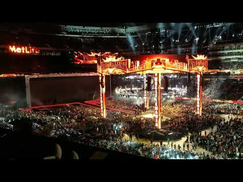 Ring Announcer's Mic Goes Out While Making Introductions For Women's Main Event - WrestleMania 35