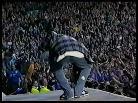 Oasis - The Swamp Song (Live @ Maine Road 1996, 1st Night) - HD