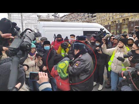 Російські силовики затримали дитину на протестах