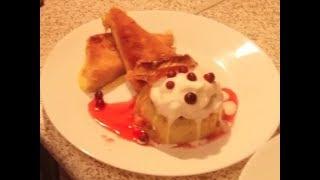 Жареный сыр с глазированным яблоком, пломбиром и клюквенным соусом