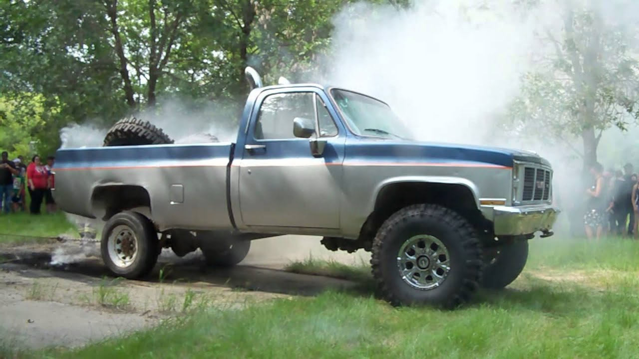 Big Jacked up mud truck burnout